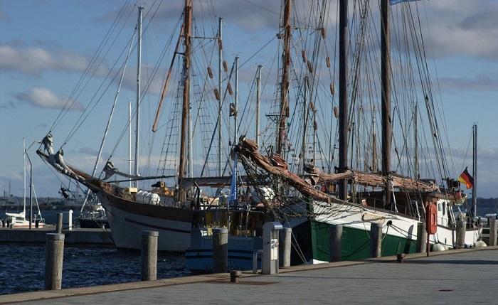 mua bán tàu biển cũ