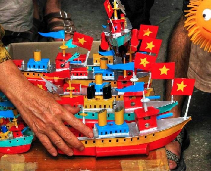 tàu thủy sắt tây